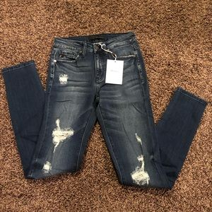 Brand new never worn KanCan jeans.